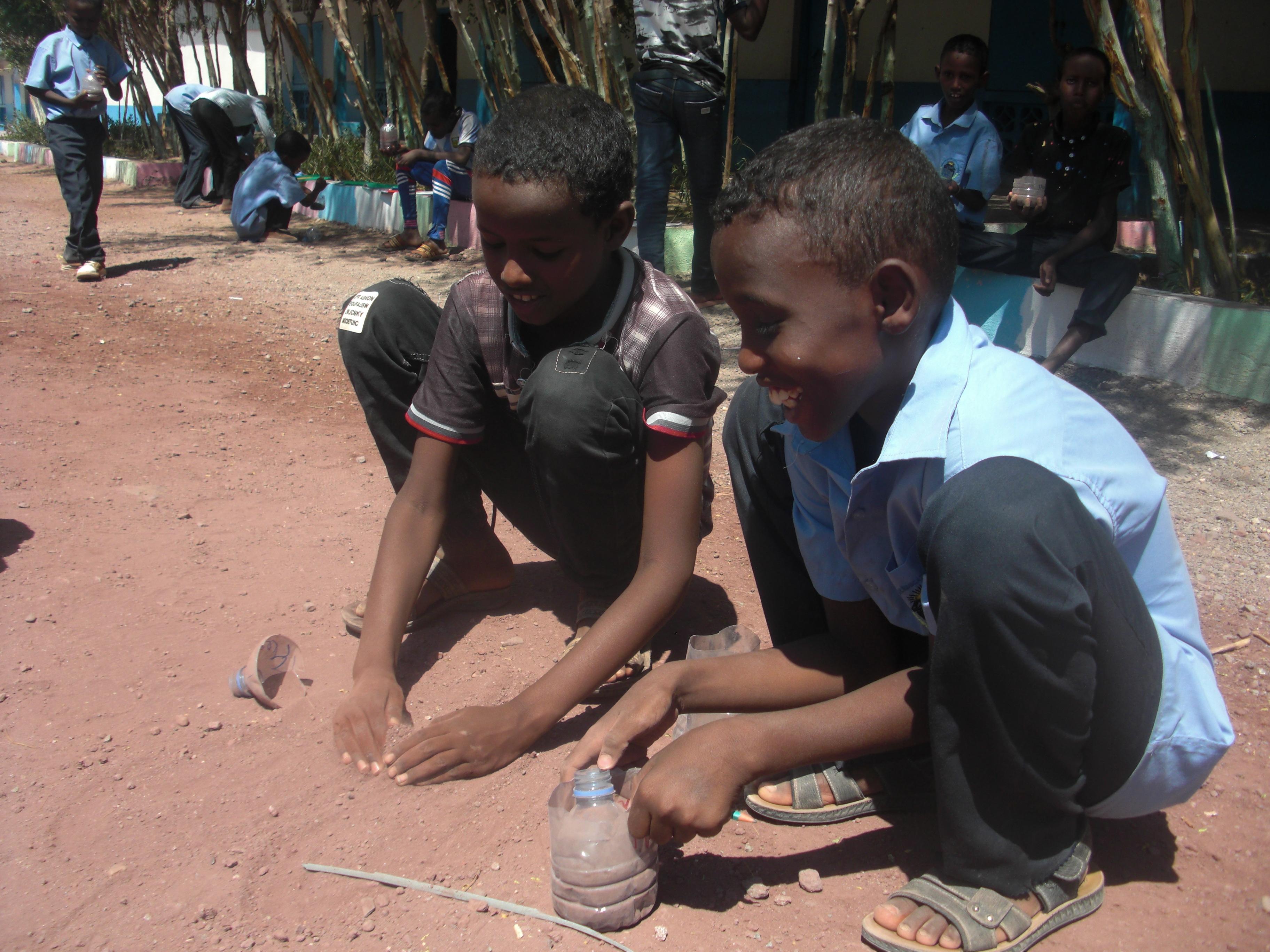 ジブチでの活動【小学5年生モリンガを植える】