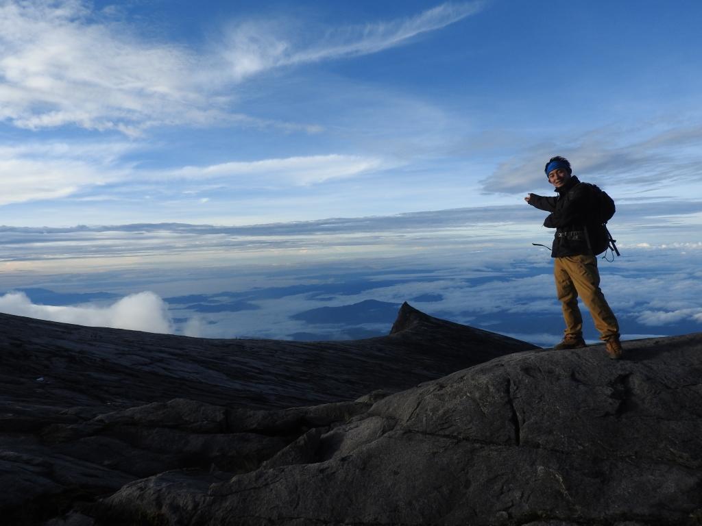 キナバル山とウツボカズラ