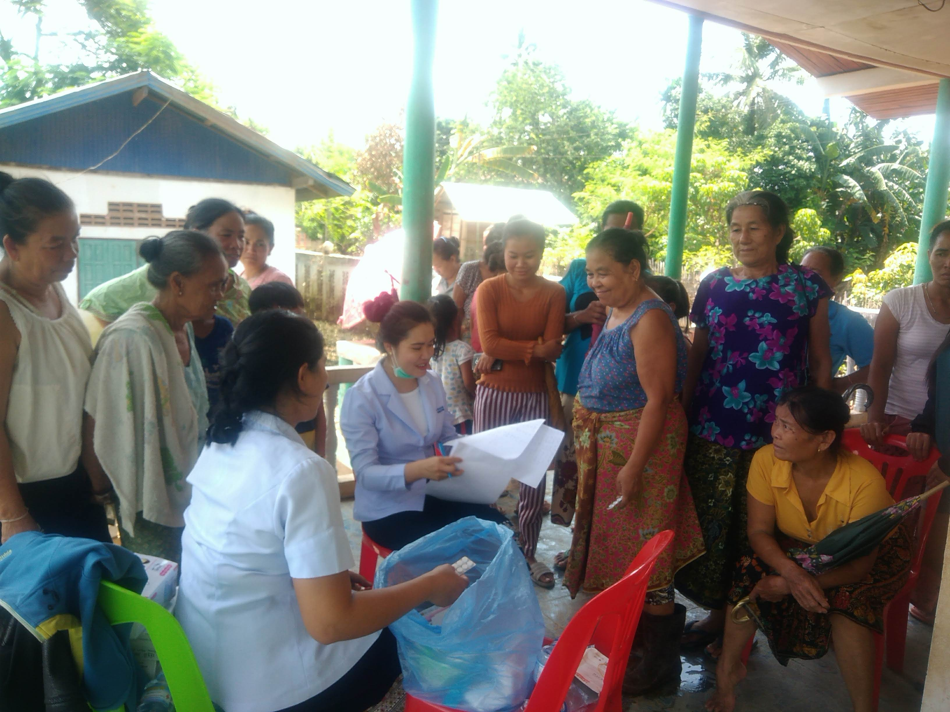 洪水の村への巡回訪問
