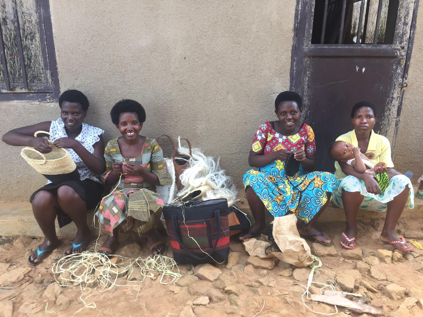 ルワンダ女性のハンドクラフト