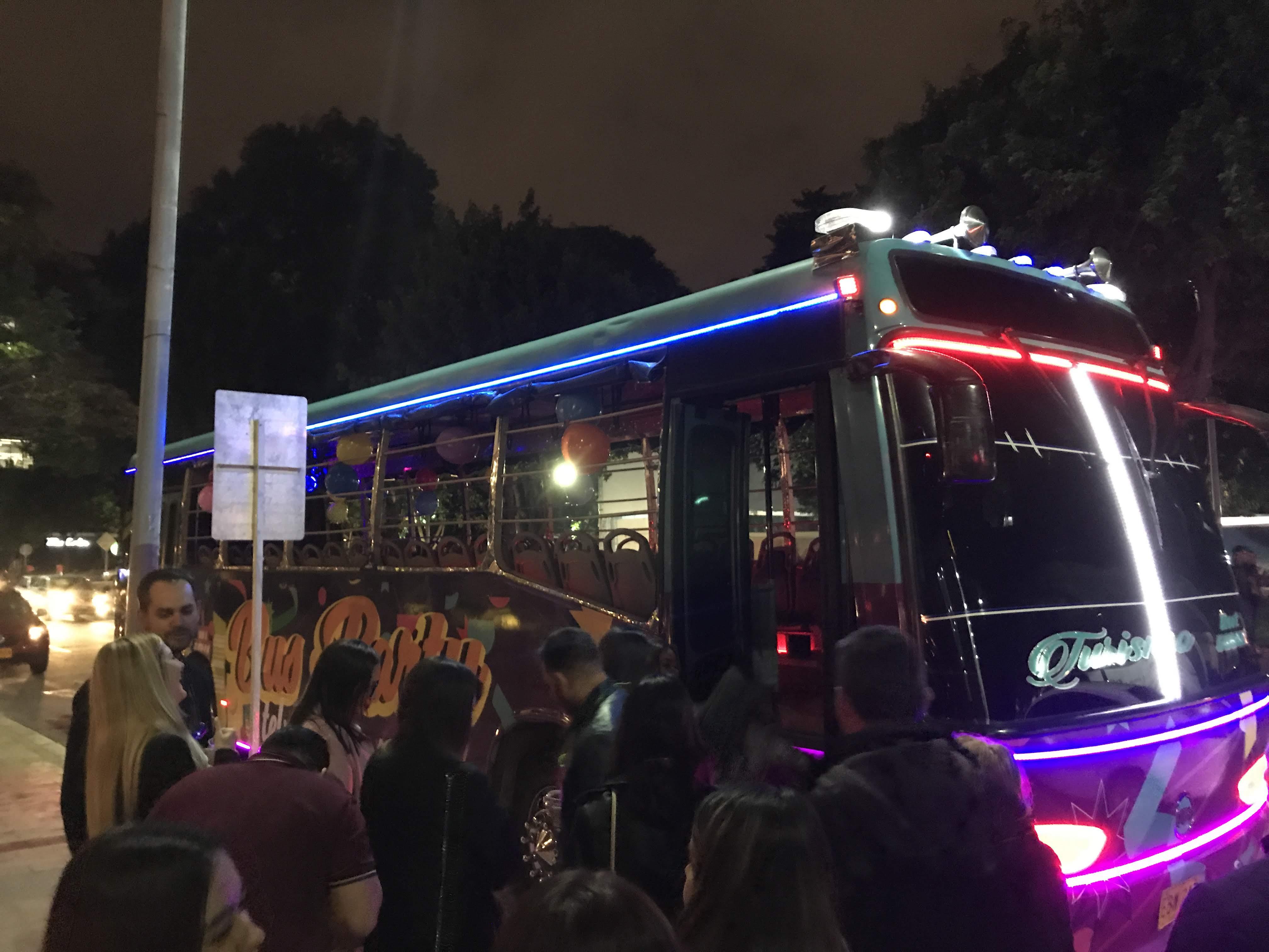 イベント用バス「チバ」